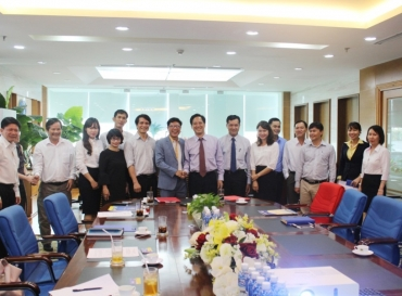 HOANG QUAN CORPORATION SIGNS A TRAINING CONTRACT WITH THE ACADEMY OF MANAGERS FOR CONSTRUCTION AND CITIES